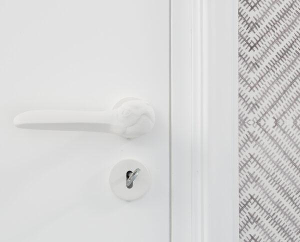 maniglia di design maglia per porte maniglia colorata modello airone bianco by niva design