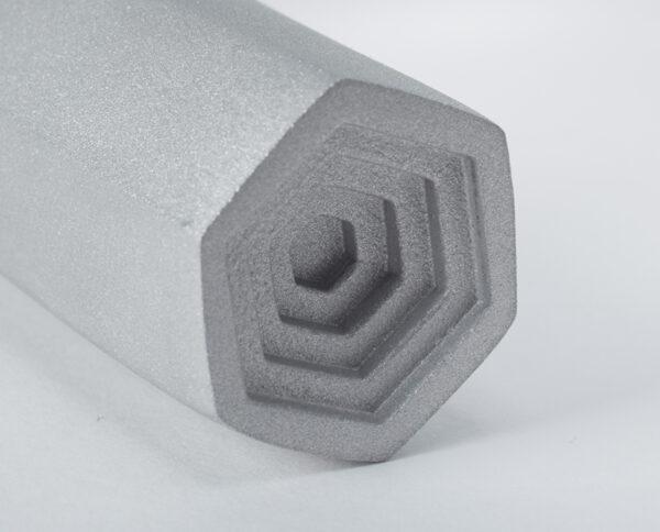 maniglia di design maglia per porte maniglia in alluminio satinato modello geometrico prisma by niva design