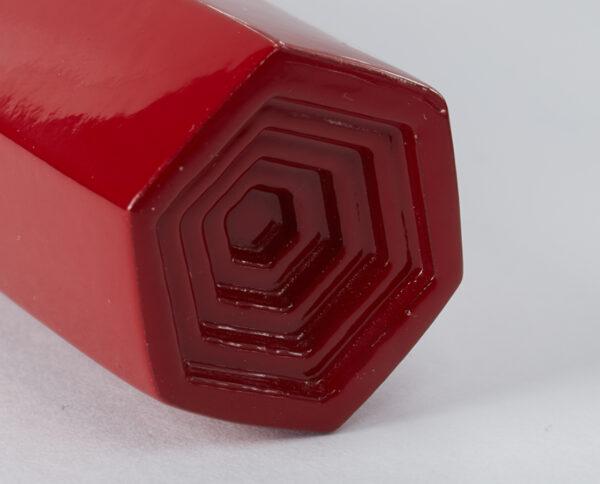 maniglia di design maglia per porte bordeaux lucida maniglia colorata modello geometrico prisma by niva design