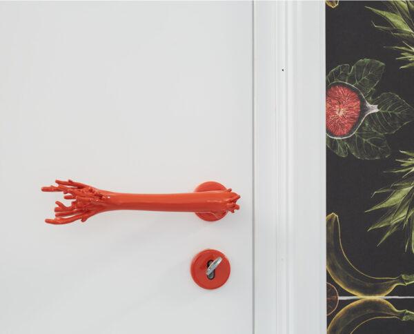 maniglia di design maglia per porte corallo rosso by niva design