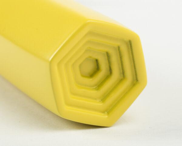 maniglia di design maglia per porte giallo opaco maniglia colorata modello geometrico prisma by niva design