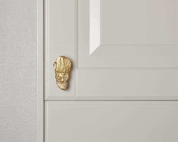 pomello in ottone, pomello per cucine, pomello per mobili modello salice con texture legno by niva design